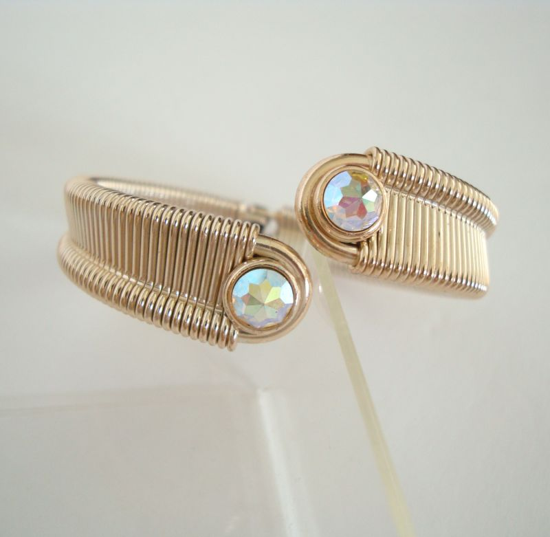Eye-Catching Clamper Bracelet Multi-Color Rivoli AB Stones Vintage Jewelry
