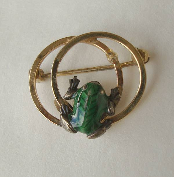 Wells Tiny Signed Frog Scatter Pin 14K GF Green Enamel Vintage Figural