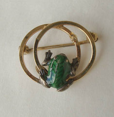Wells Tiny Signed Frog Scatter Pin 14K GF Green Enamel Vintage Figural Jewelry