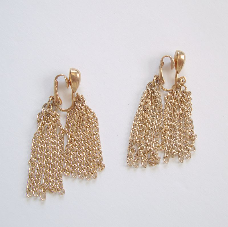Sarah Coventry TASSEL MAGIC 1976 Chain Dangle Earrings Clips
