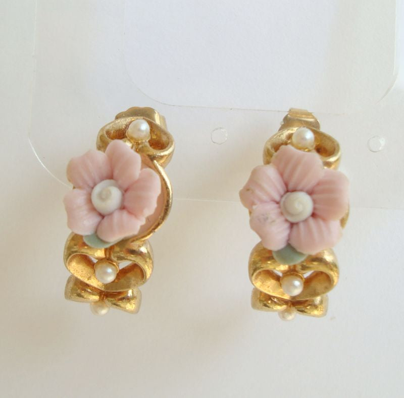 AVON Applied Rose Seed Pearl Hearts Huggie Hoop Post Earrings