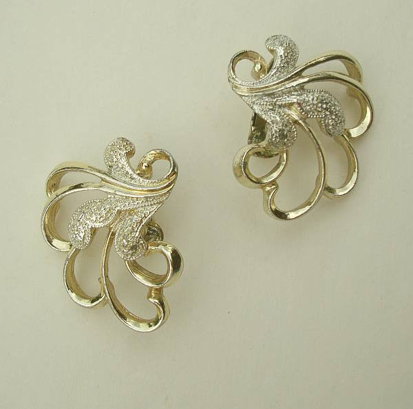 Sarah Coventry FROSTED FEATHERS 1960s Stylized Floral Swirl Earrings