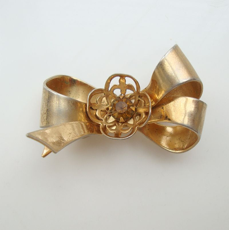 CORO Pegasus 1940s Bow Brooch Openwork Flower w topaz RS