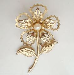 Exquisite 3 dimensional Openwork Floral Pearl Brooch Pin Vintage Jewelry