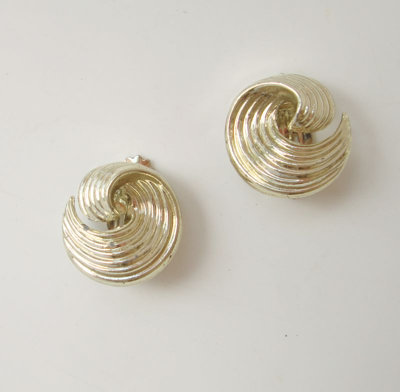 LISNER Swirl Pattern Clip Earrings Vintage Jewelry