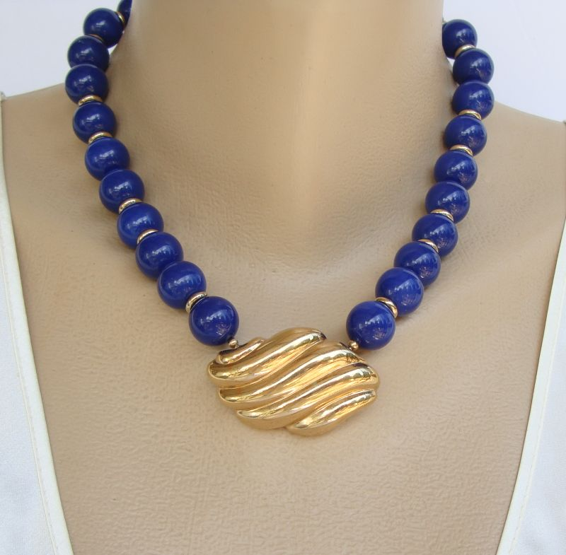 AVON Lightly Marbled Dark Blue Bead Pendant Necklace Jewelry