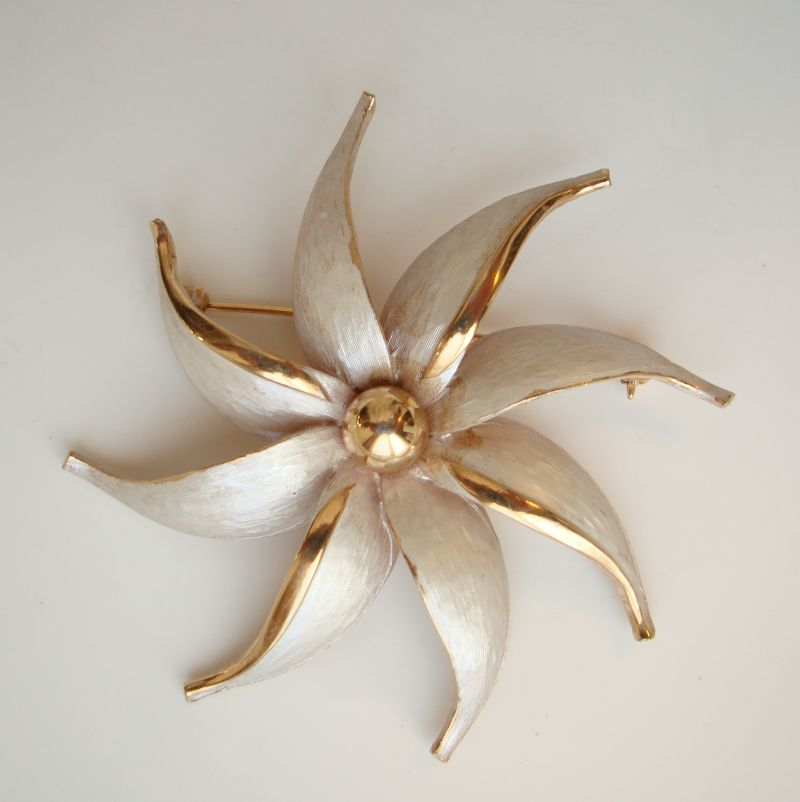 Pinwheel Flower Brooch White Enamel Gold Gilt Pin Vintage Floral Jewelry