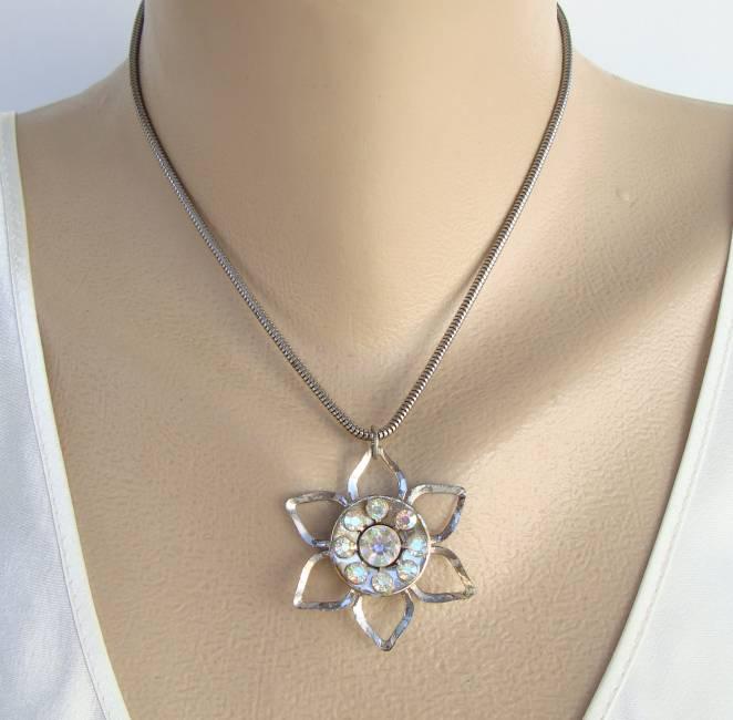 AB Rhinestone Star-Shaped Pendant Necklace Round Chain Vintage Jewelry