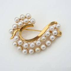 Elegant Wave-Shaped Faux Pearl Brooch Vintage Goldtone Jewelry