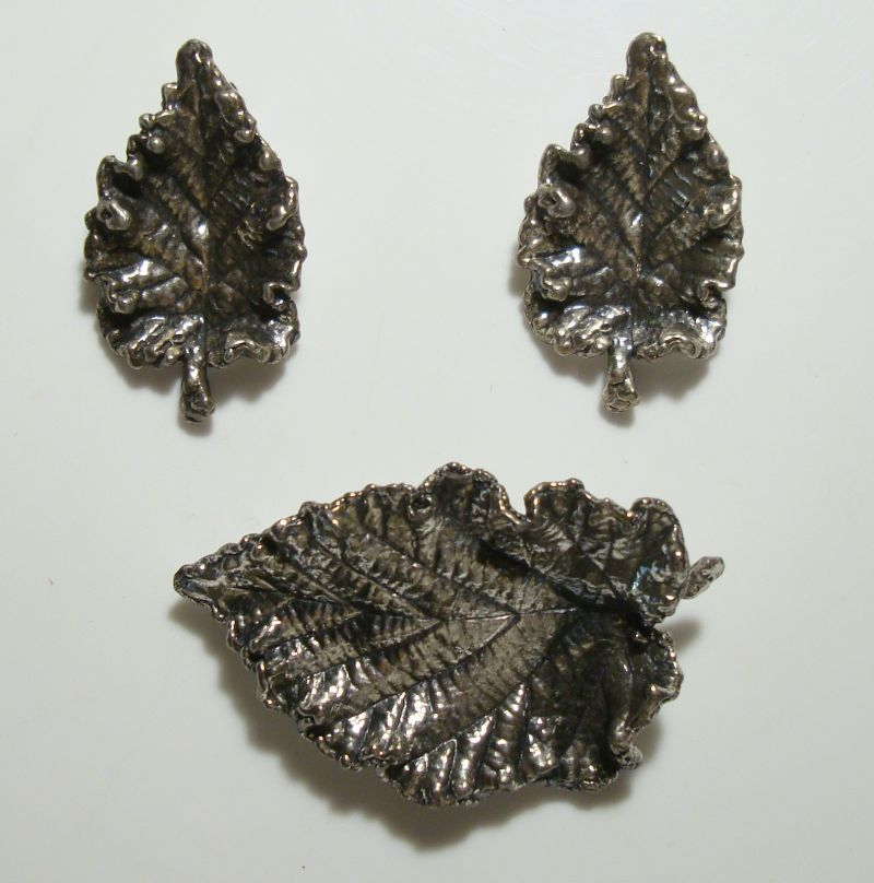 NAPIER Leaf Brooch Clip On Earrings SET Pre-1955 Silvertone Vintage Jewelry