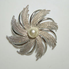 Sarah Coventry SILVERY SUNBURST c1970 Pin Brooch Vintage Jewelry