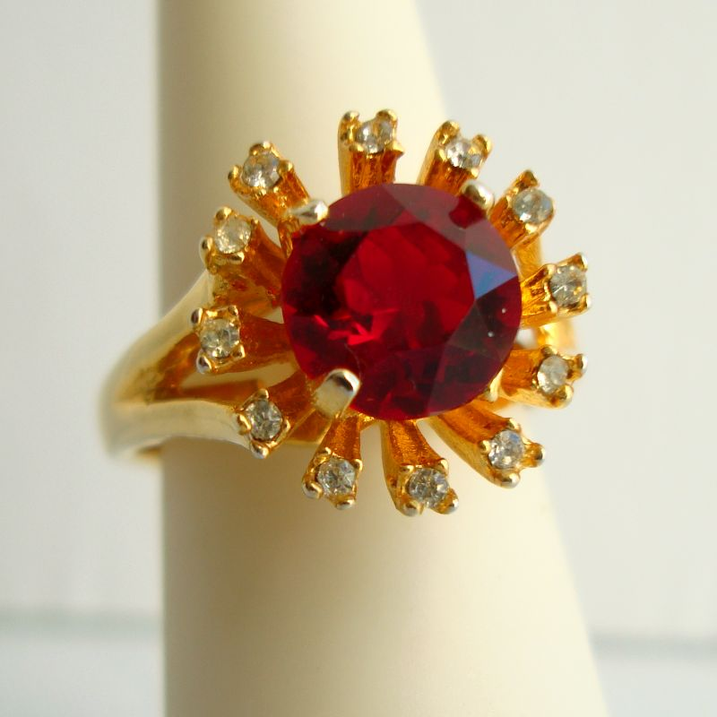 Red Rhinestone Cocktail Ring Size 7 Gold Plated Festive Jewelry