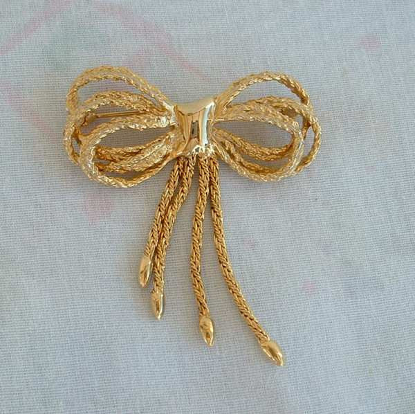 Heavily Textured Bow Pin Flexible Ties Vintage Holiday Jewelry