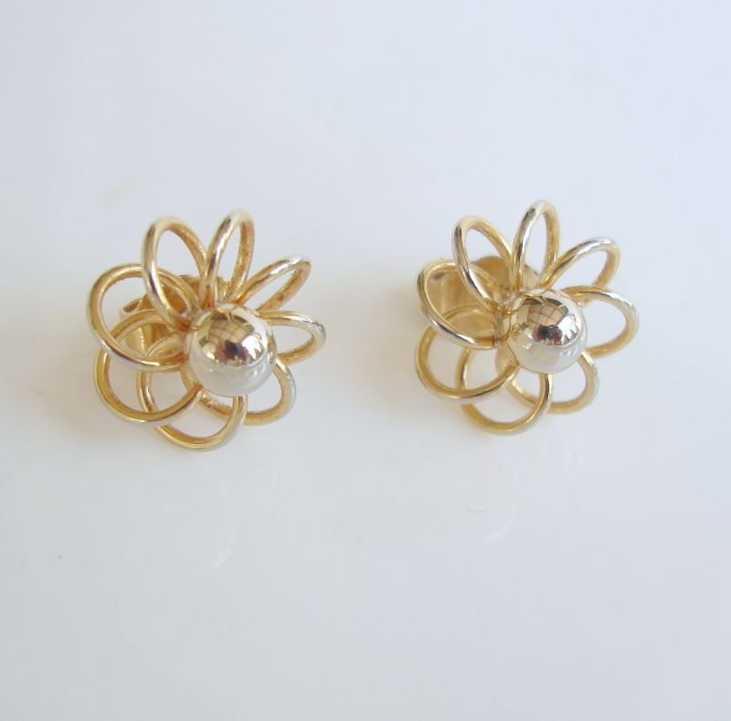 GP Openwork Wire Design Pierced Ears Dainty Floral Jewelry