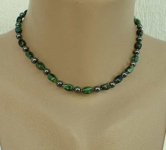 Green Art Glass Bead Necklace  Choker 15 inches