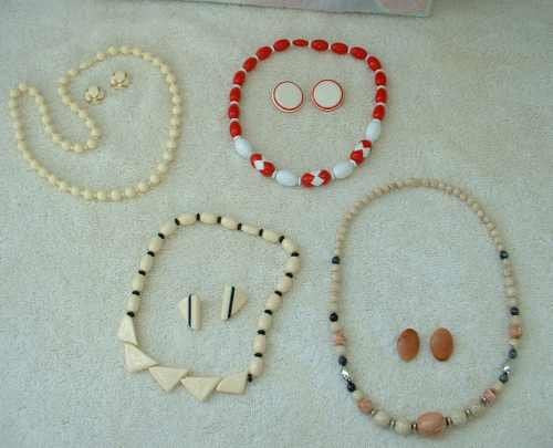 Lot of 4 Vintage Retro 50s Necklaces Invisible Bead Clasp and Earrings Jewelry