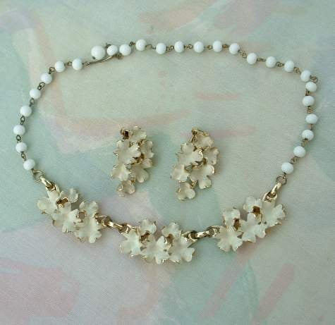 Floral White Enamel Gilt Necklace Earrings SET Vintage Jewelry