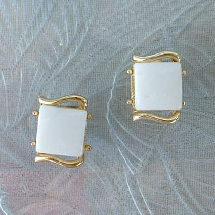 CORO 1950s White Thermoset Clip Earrings Vintage Jewelry