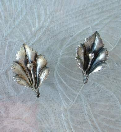 Sterling Silver Lily Screw Earrings Floral Vintage Jewelry