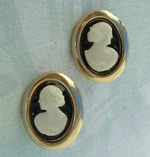 Sarah Coventry CAMEO LADY Early 1960s Clip Earrings White Black