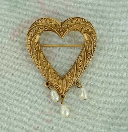 PP signed Antiqued Brass Heart Brooch Pearl Drops Textured Pin Jewelry