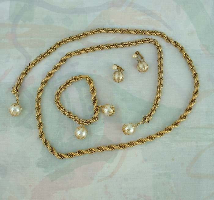 CELEBRITY NY Faux Pearl Lariat Necklace SET Bracelet Earrings Vintage Jewelry