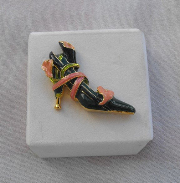 KJL Ltd Edition Breast Cancer Awareness Shoe Pin Calla Lily Kenneth J Lane