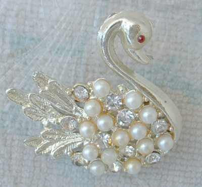 Swan Pearl Rhinestone Brooch Red Eye Vintage Figural Jewelry