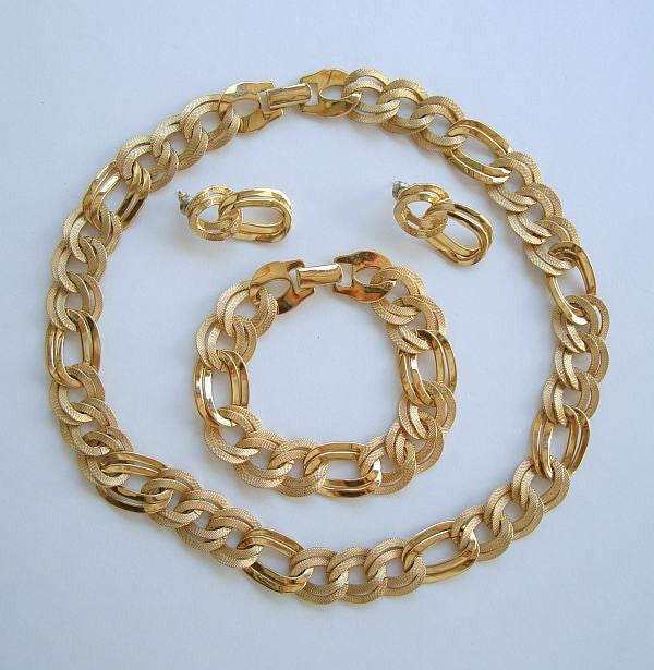 Textured Goldtone Link Parure Set Necklace Bracelet Earrings Vintage Jewelry