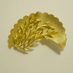 Goldtone Floral Brooch Dimensional Stand Out Foliage Pin Vintage Jewelry