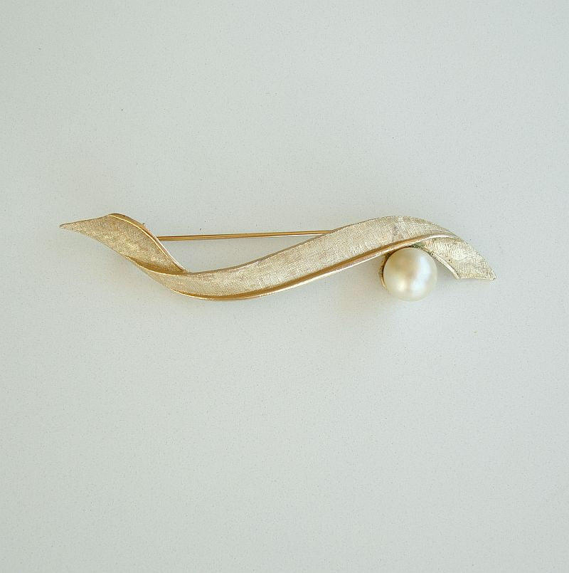 Coro Pegasus Long Pearl Brooch Florentine Finish Vintage Jewelry