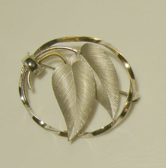 White Gold Filled Leaf Circle Brooch Pin Finely Etched Leaves Floral Jewelry