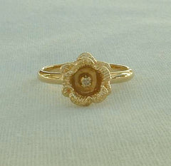 Delicate Flower Ring 10K GF Shank Rhinestone Center Size 6 Vintage Jewelry