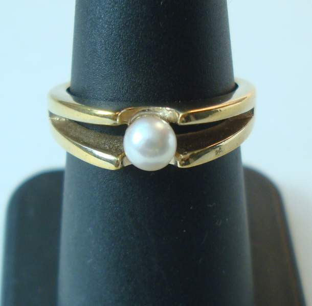 Avon Solitaire Pearl Ring 18 K HGE Size 6.75
