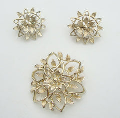 Sarah Coventry PETA-LURE 1960s Openwork Floral Pin Clip On Earrings Set