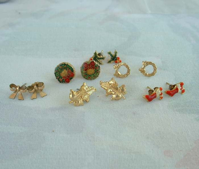 Lot Of 6 Small Stud Holiday Earrings Red Stockings Wreath Bows