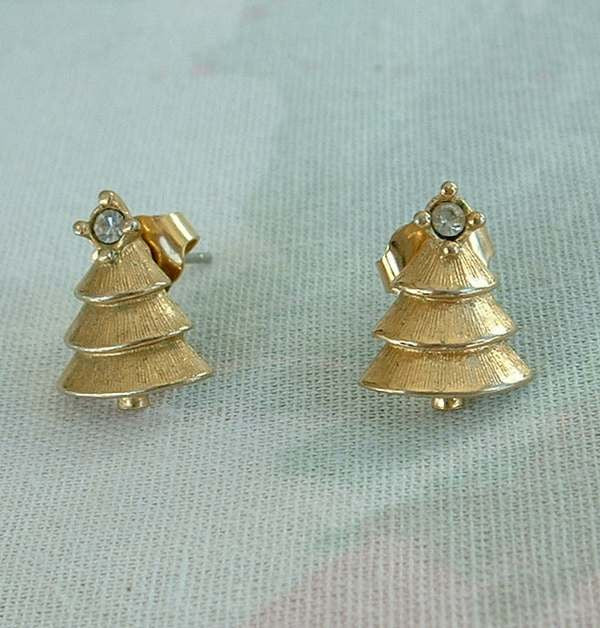 avon christmas tree earrings