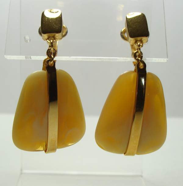 Trifari Marbled Yellow Brown Glass Dangle Clip On Earrings Vintage Jewelry