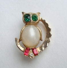 Small Jelly Belly Owl Pin Green Eyes Red Rhinestones Vintage Figural Jewelry