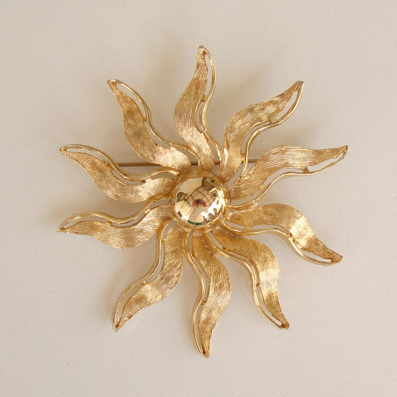 Brilliant SuperNova Sun or Floral Brooch Shiny Goldtone Happy Jewelry