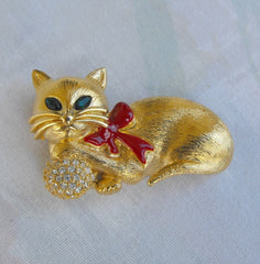 Napier Enamel Rhinestone Cat Pin Red Ribbon Green Eyes Vintage Jewelry