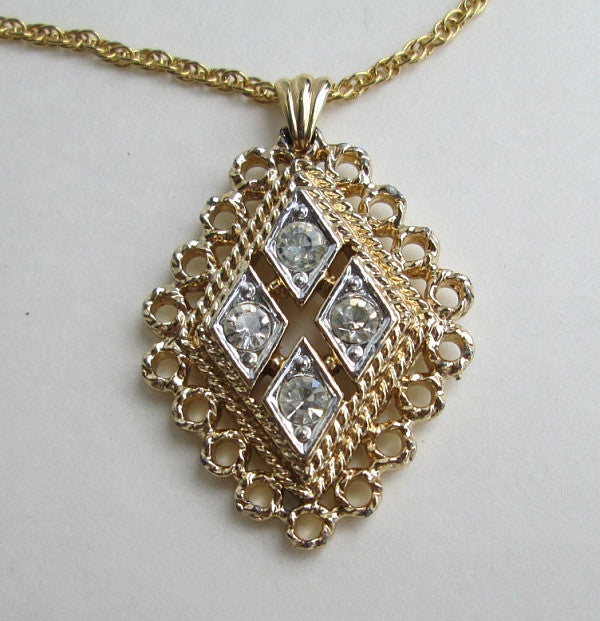 Stunning rhinestone pendant necklace diamond shaped jewelry stunning rhinestone pendant necklace diamond shaped jewelry sharons vintage jewelry aloadofball Image collections