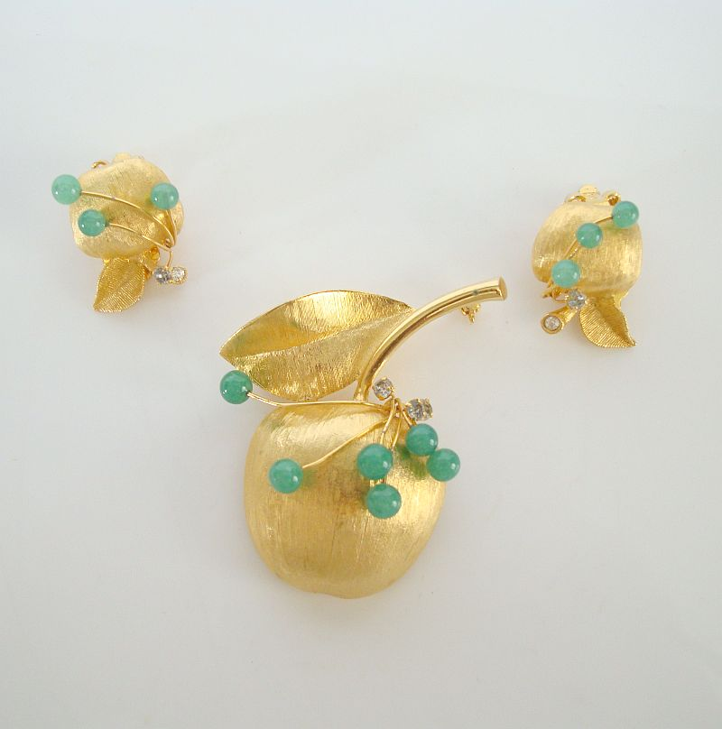 Brushed Goldtone Apple Set Rhinestones Green Beads Brooch Clip On Earrings Vintage Floral Jewelry