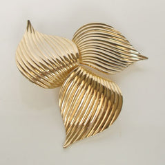 Sarah Coventry Golden Trillium Brooch Pinwheel Leaves 1960s Vintage Jewelry