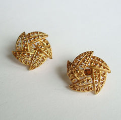 Openwork Circular Leaf Clip On Earrings Mod Design Vintage Jewelry
