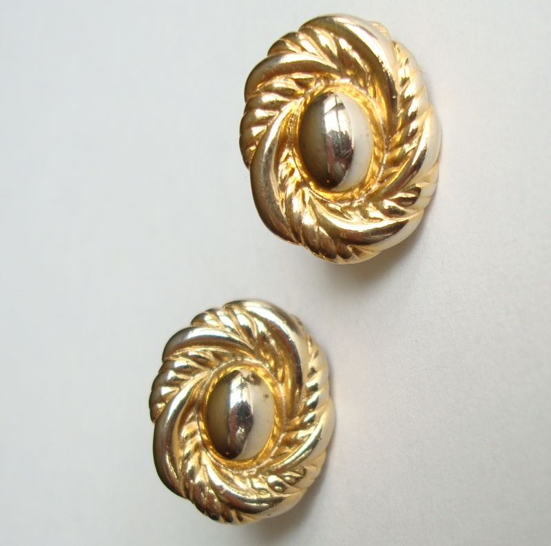 Classic Goldtone Button Clip On Earrings Rope Perimeter Vintage Jewelry