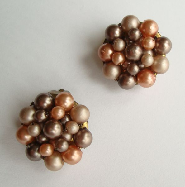 Hong Kong Pink Gray Cluster Clip On Earrings Vintage Jewelry