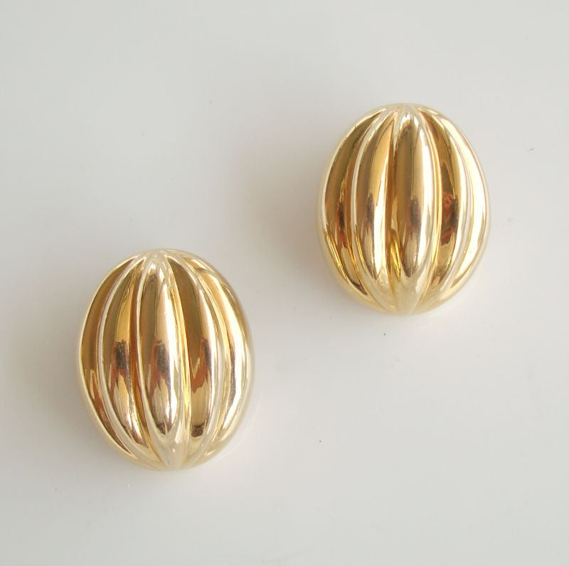 Napier Ribbed Adjustable Clip On Earrings Goldtone c1960 Vintage Jewelry