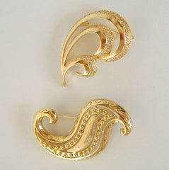 Two Abstract Wave Brooches Textured Goldtone Vintage Jewelry