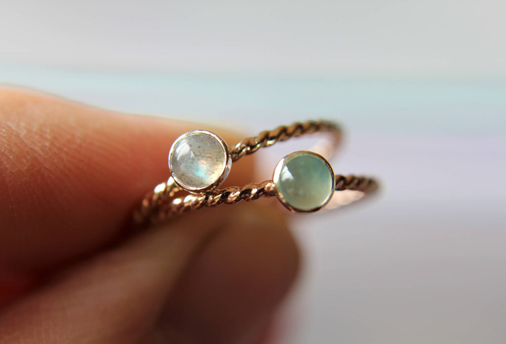 Gemstone Ring, Twist Ring, Modern Ring, Labradorite, Gemstone Stacking Ring, Gemstone Jewelry, Boho Chic, Minimalist Ring, Stacking Ring